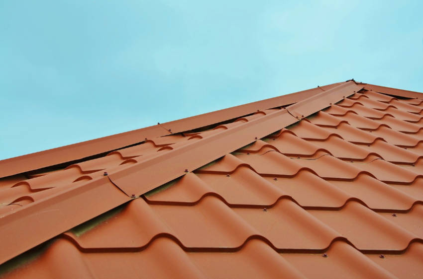 Basic roof and siding repairs must be done before the cold weather comes!