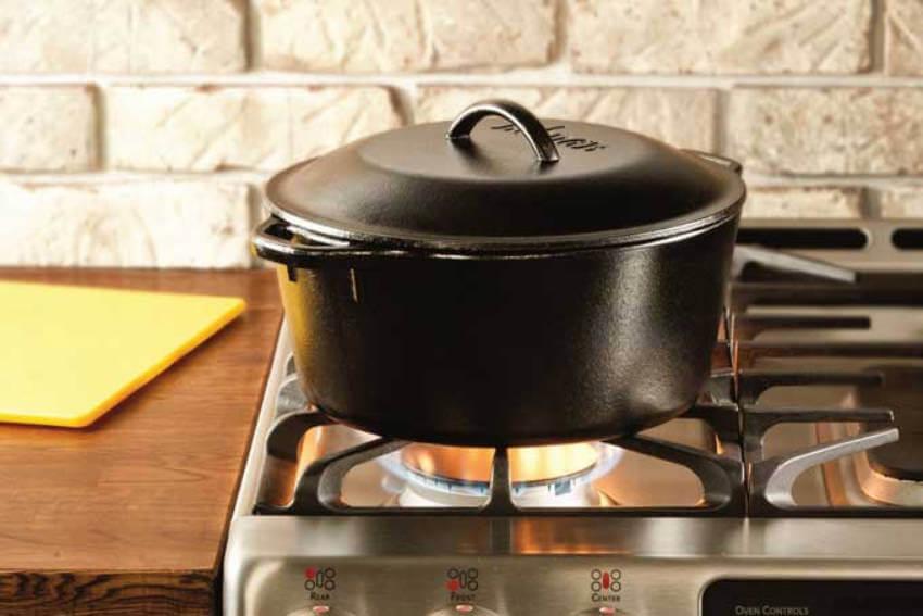 Keep the saucepan on medium heat until the liquid is smooth.
