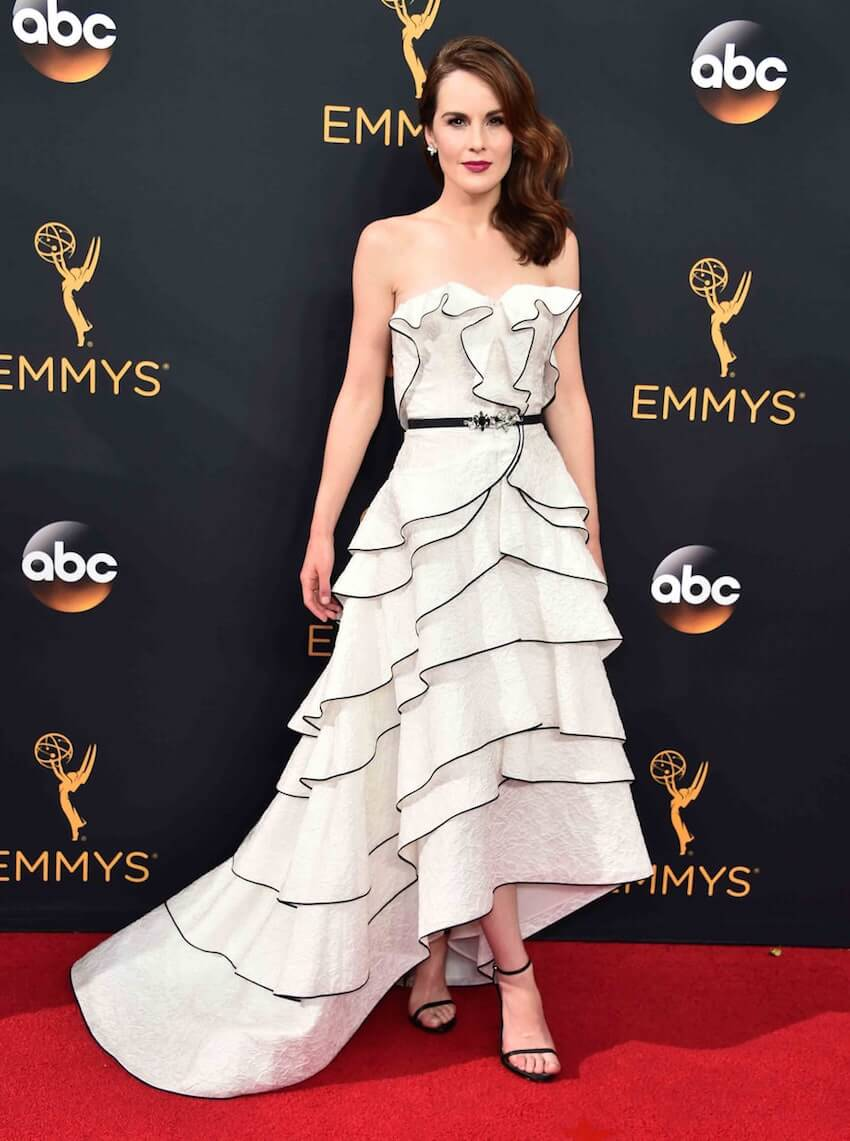 Interior design: Michelle Dockery drew all eyes to her in this incredible white tiered Oscar de le Renta gown.