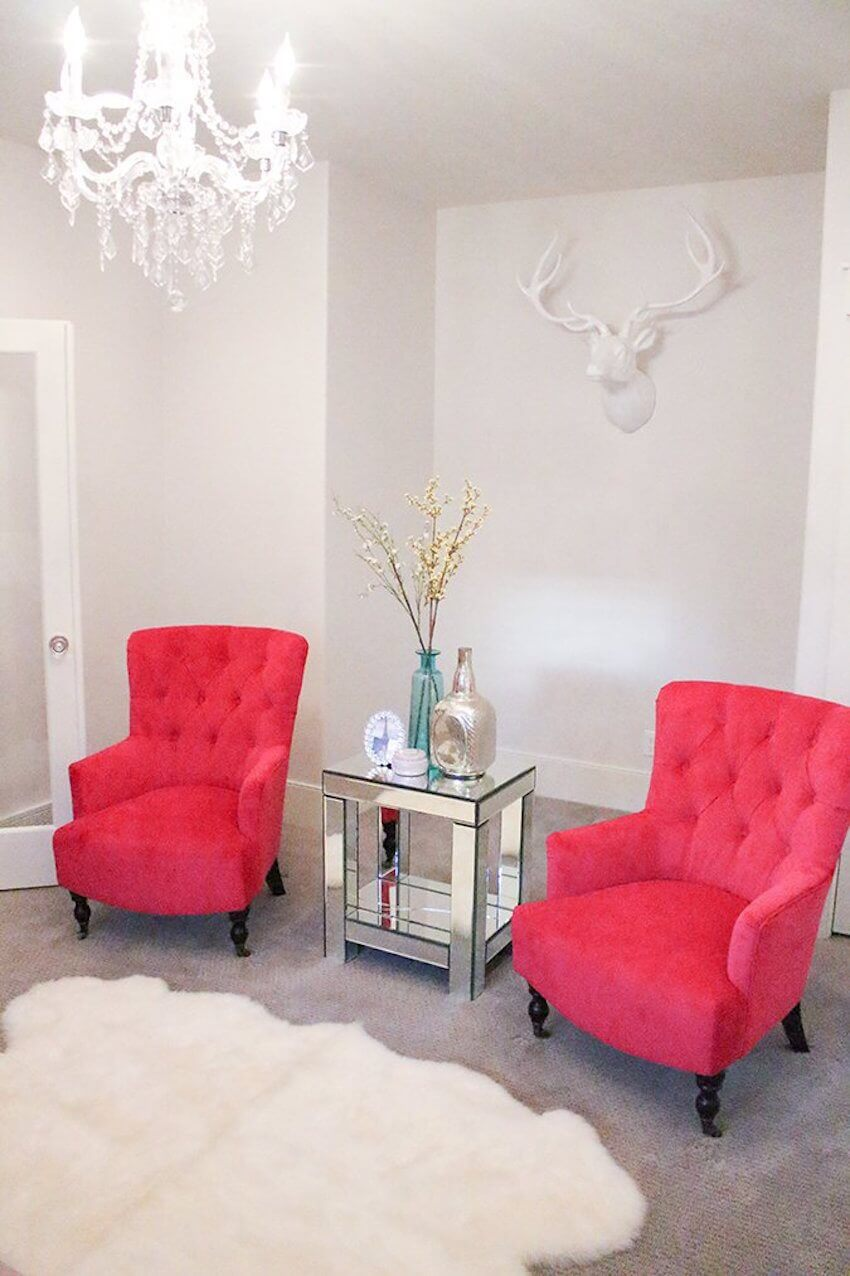Interior design: Pink is a great accent color as it goes well with almost all neutrals.
