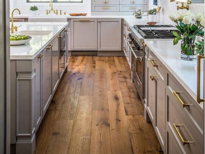 Pros and Cons of Flooring: Laminate vs Hardwood