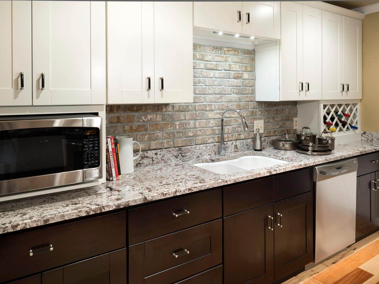These countertops match perfectly with the kitchen cabinets