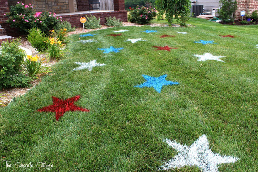 This painted star lawn looks amazing and it's very easy to make.