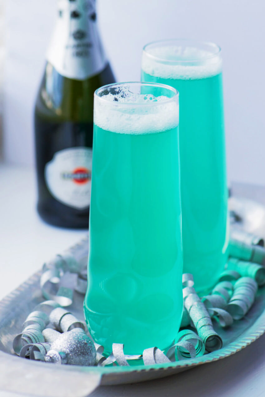 This blue drink is a great mix that will cheer everyone's mood!