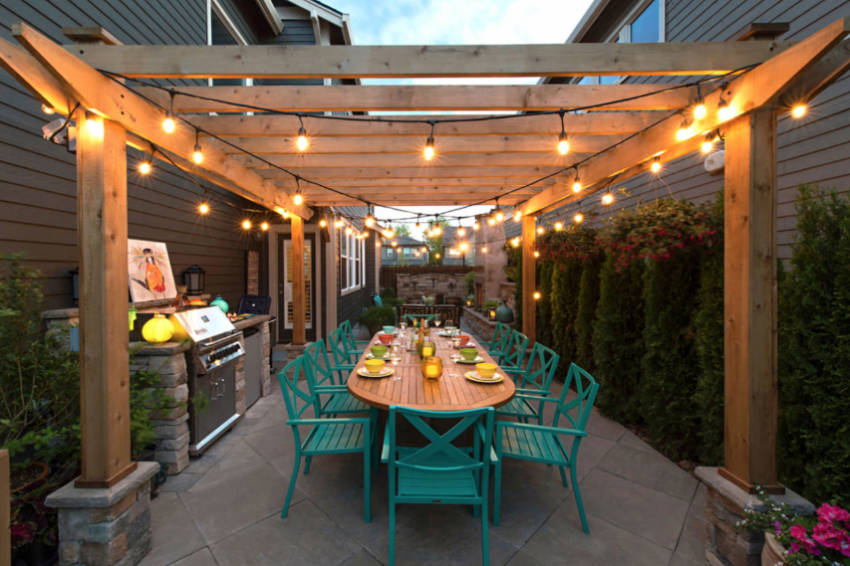 Light strings are perfect for your DIY pergola!