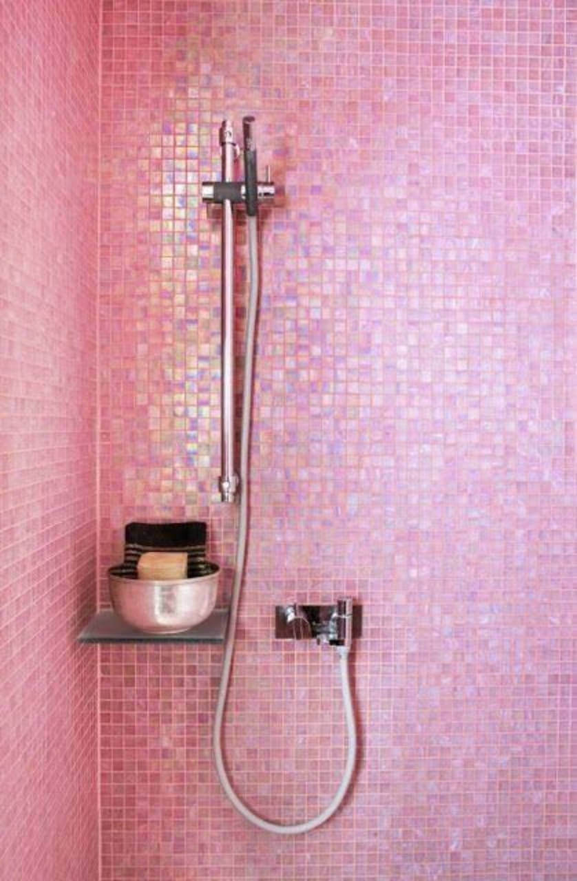 Pink tiles in the bathroom walls are so unique and awesome!