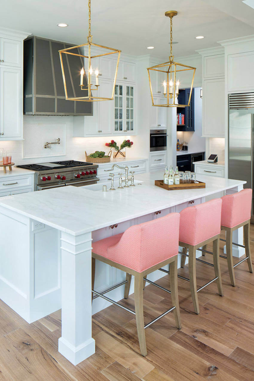 Pink and brown kitchen stools for a modern kitchen!