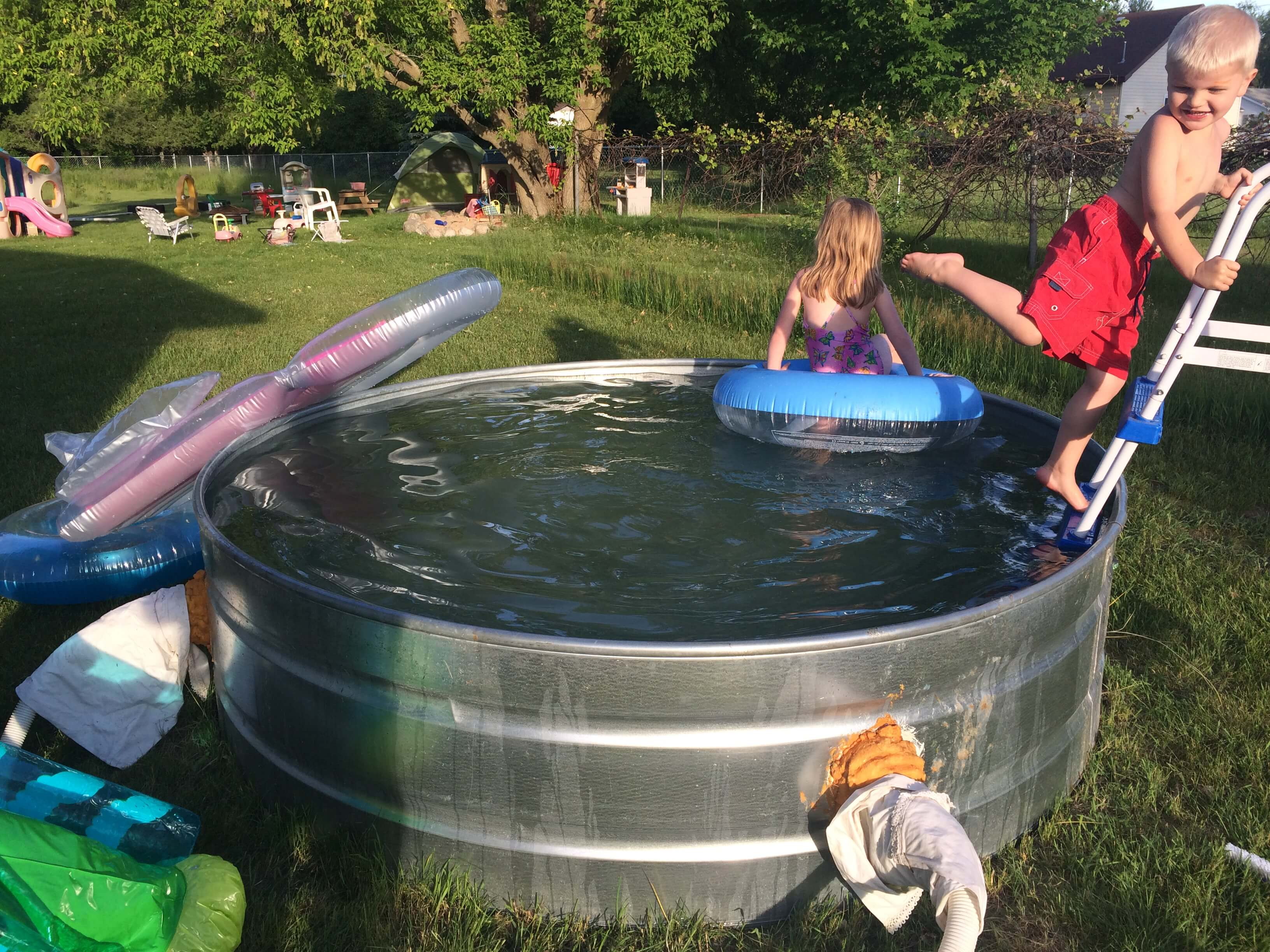 Stock-tank pools are the cheap and friendly investment for summer