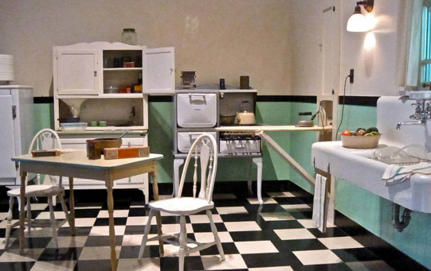 The checkered flooring and green walls were very popular in the 1930s!