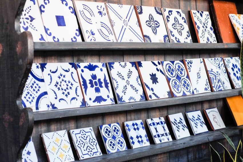 Portuguese tiles come in many colors and shapes, but the blue and white combination became the most popular choice.