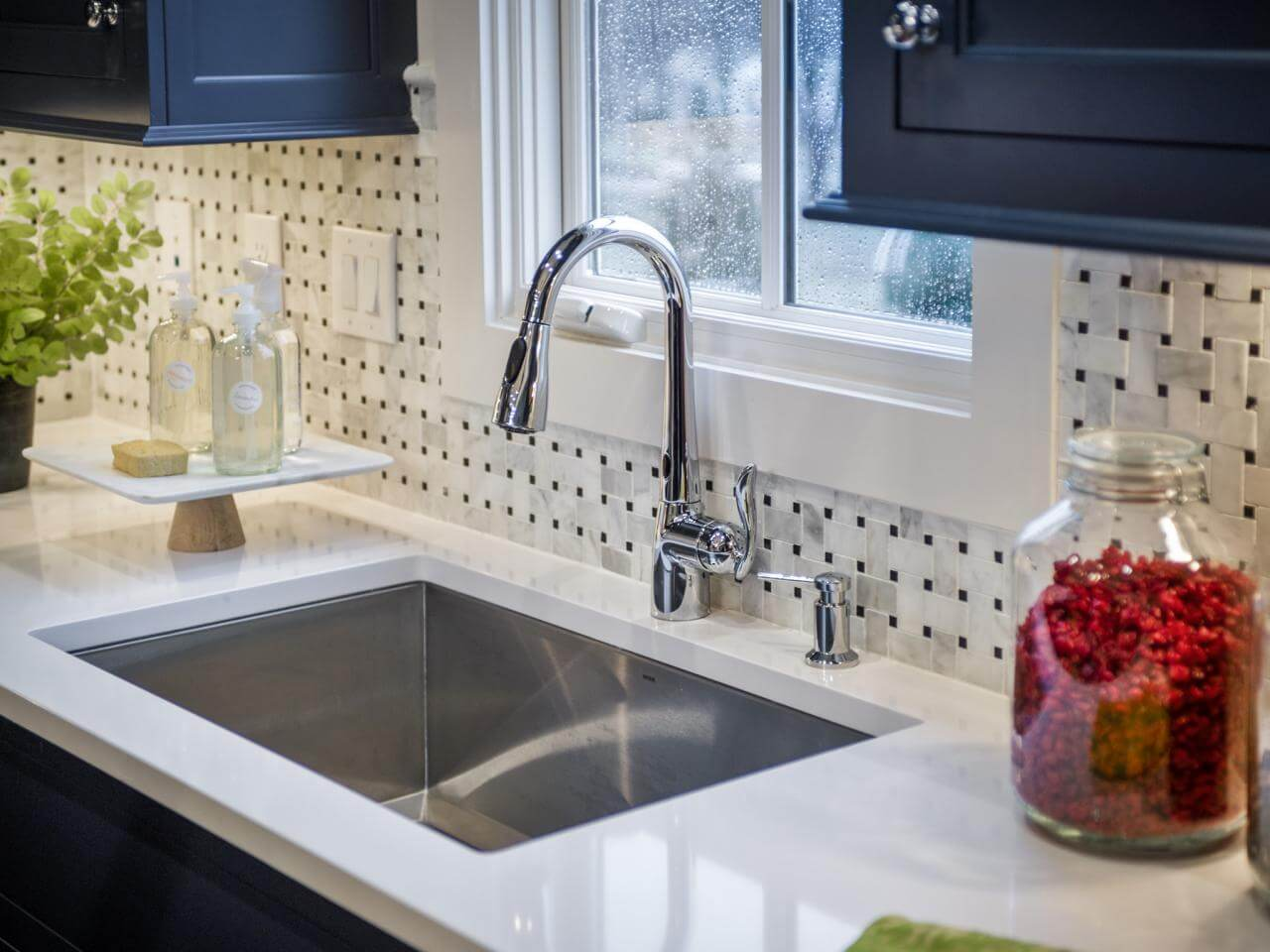 Quartz can be placed around a kitchen sink.