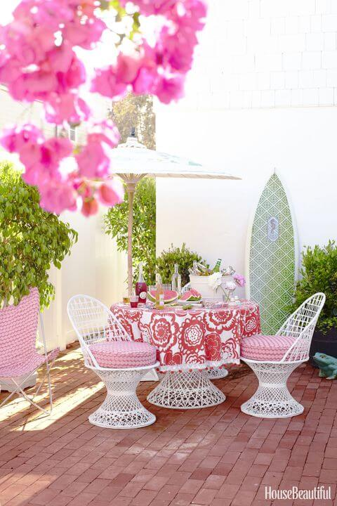 This pink patio is very feminine and secure