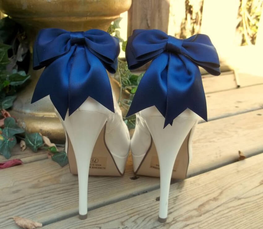 Don't these bows look super chic?