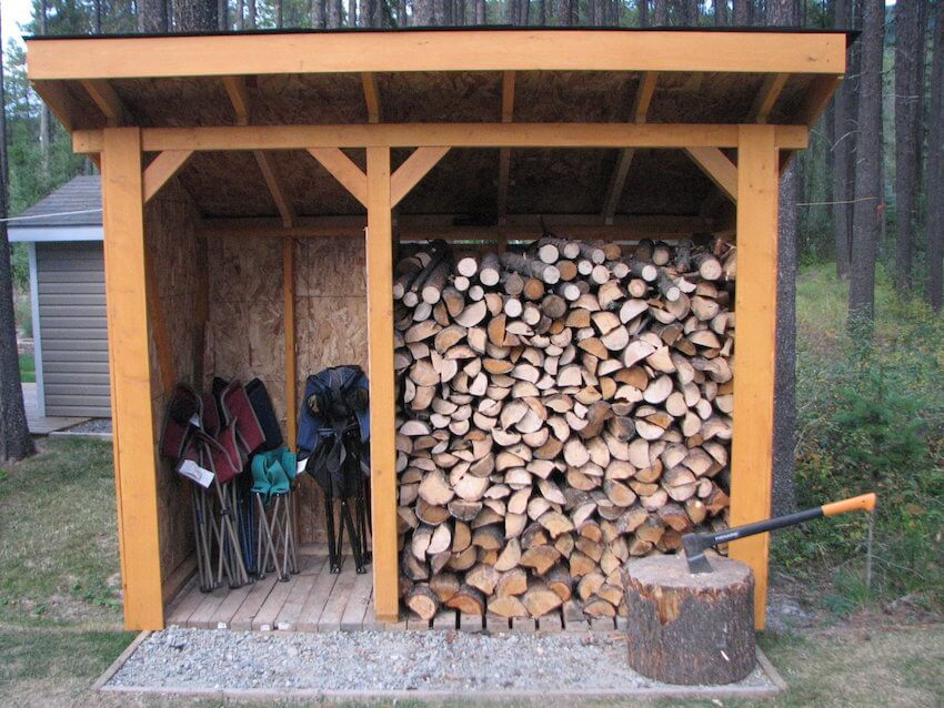 Exterior landscaping: A wide shed leaves plenty of room.