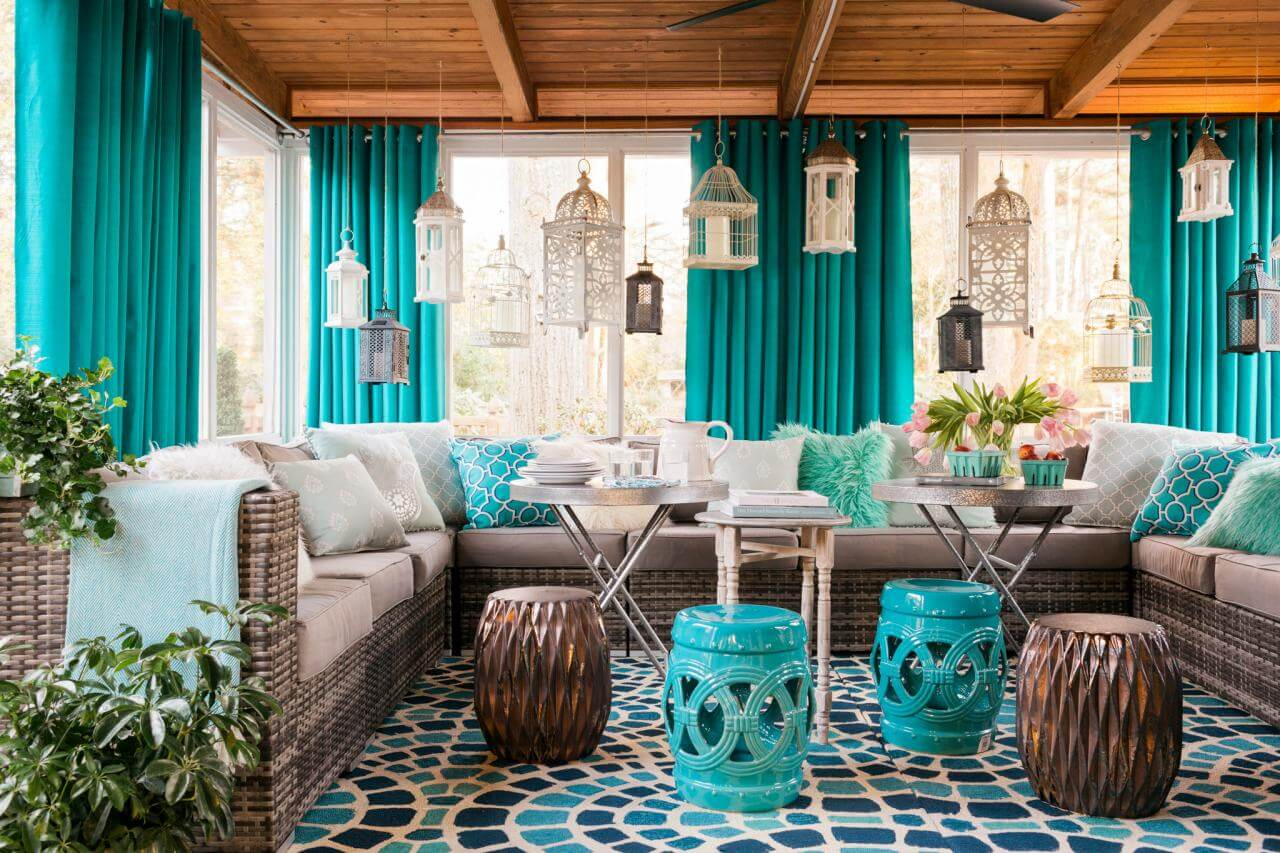 Extravagant blue coloring for decor