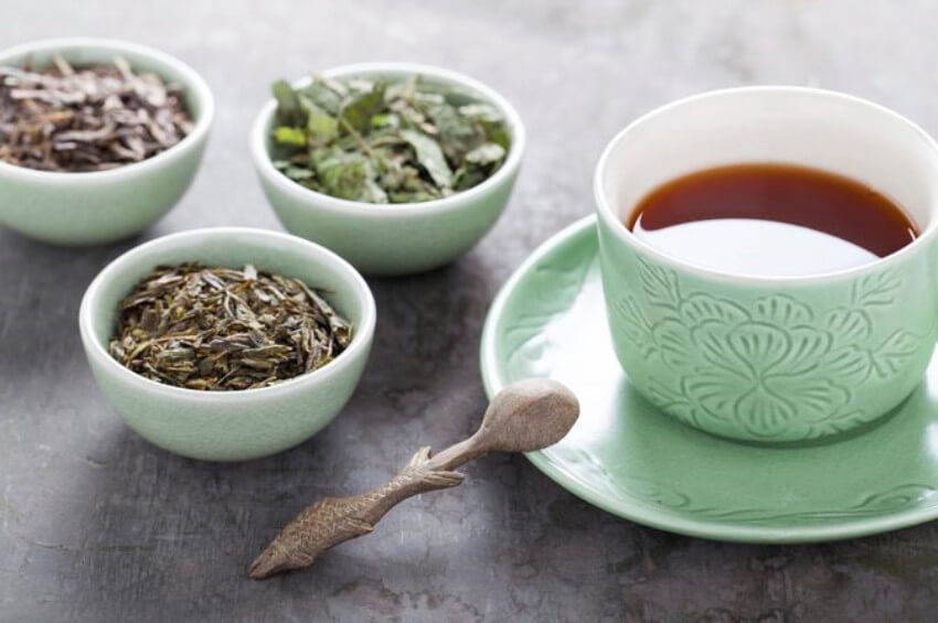 Black tea has benefits such as low caffeine level and stabilizing blood pressure!
