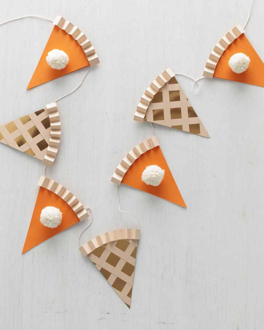 A thanksgiving garland to decorate any room!