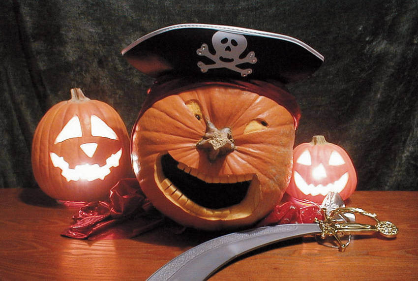 Find a pirate hat and personalize your pumpkin to look this great!