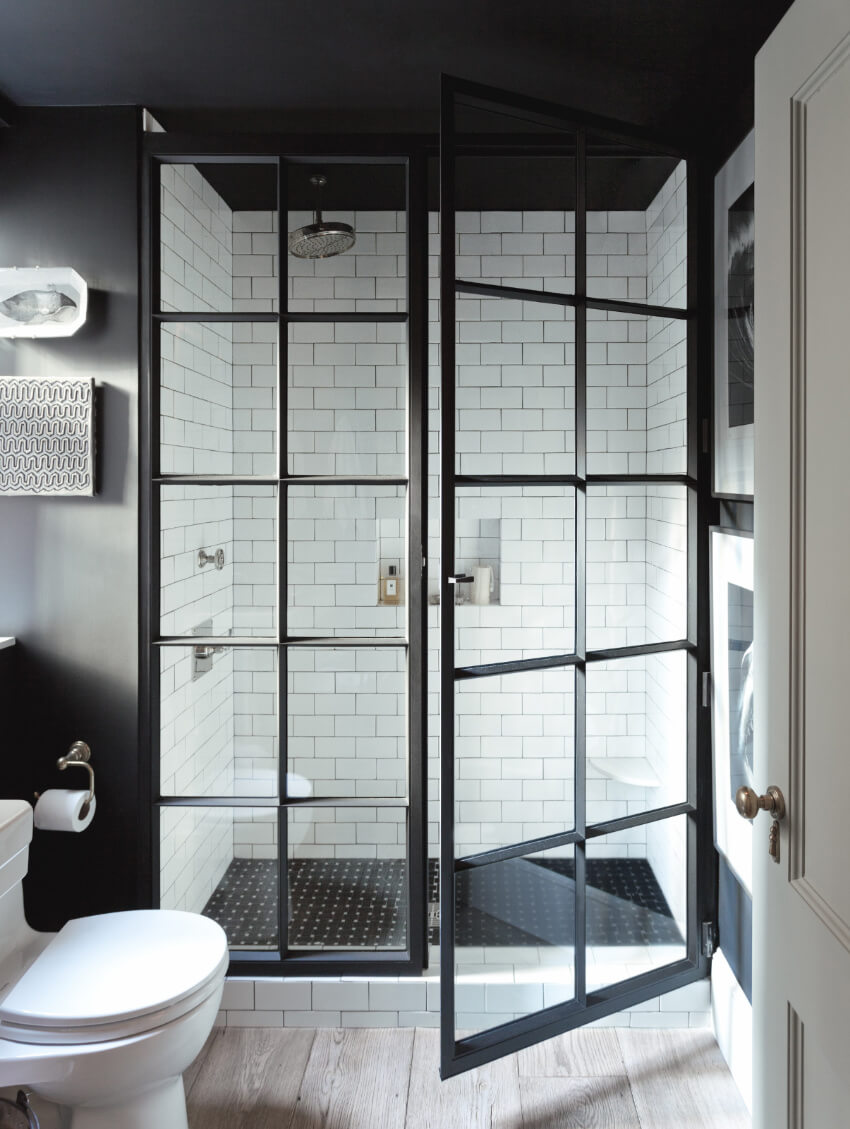 The shower doors made this bathroom even more elegant.