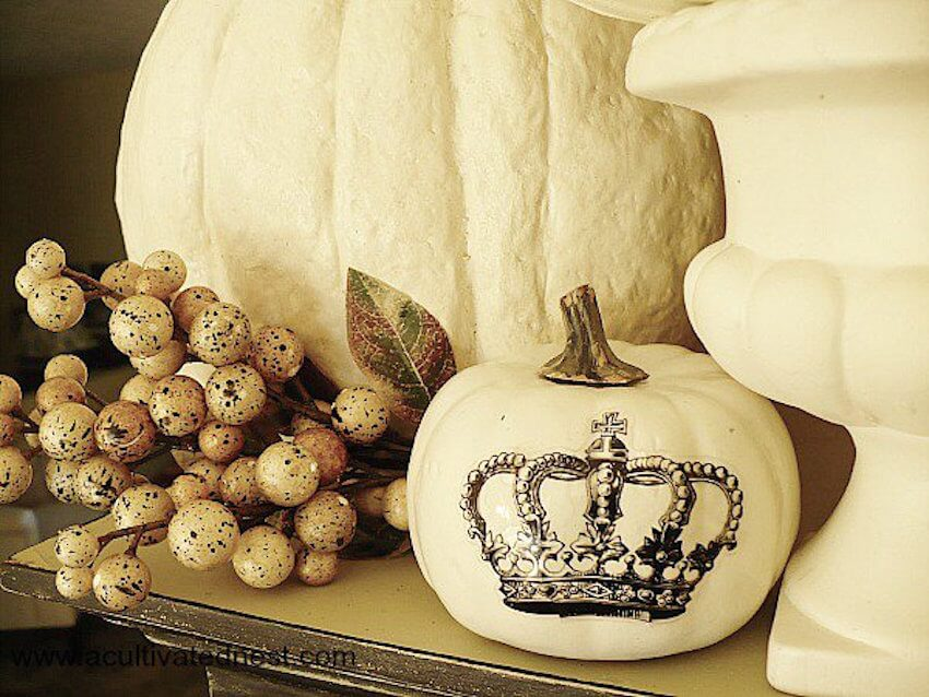 DIY tip: Stickers and decals have a surprisingly stylish effect. Sharpies are also a great tool to decorate white pumpkins.