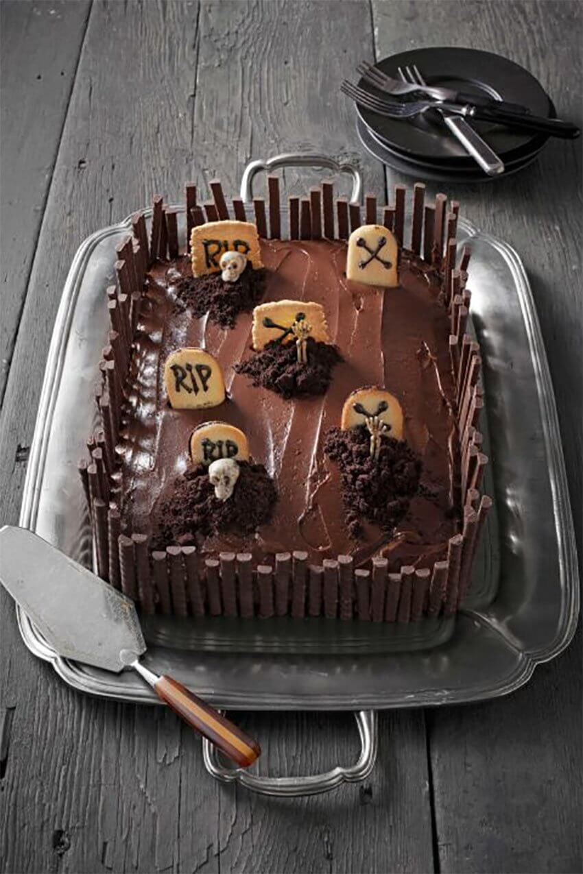 Halloween DIY cake: Grave Intentions