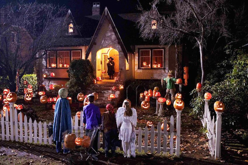 Spooky Halloween home decor this season. Decorate your home's exterior accordingly.