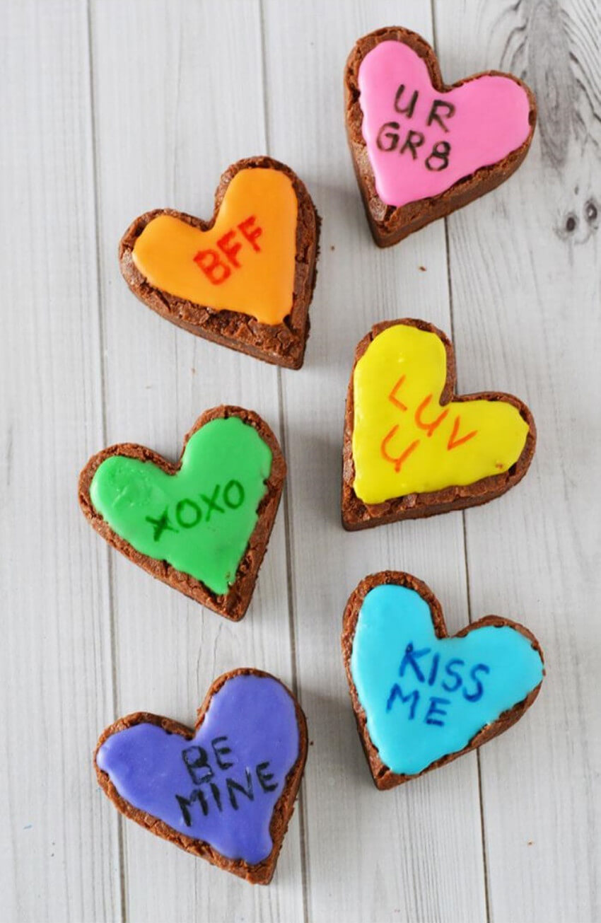 Fill a box with these adorable brownies to surprise your love!