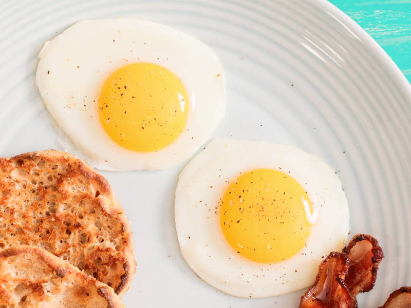 There are many ways to fry eggs.