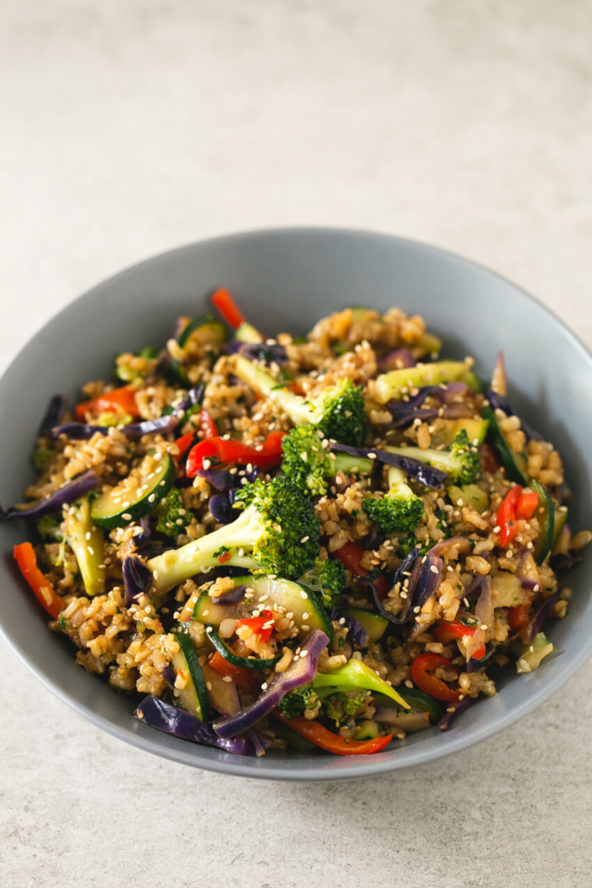 Brown rice and veggies is one of the best combos you need in your diet.