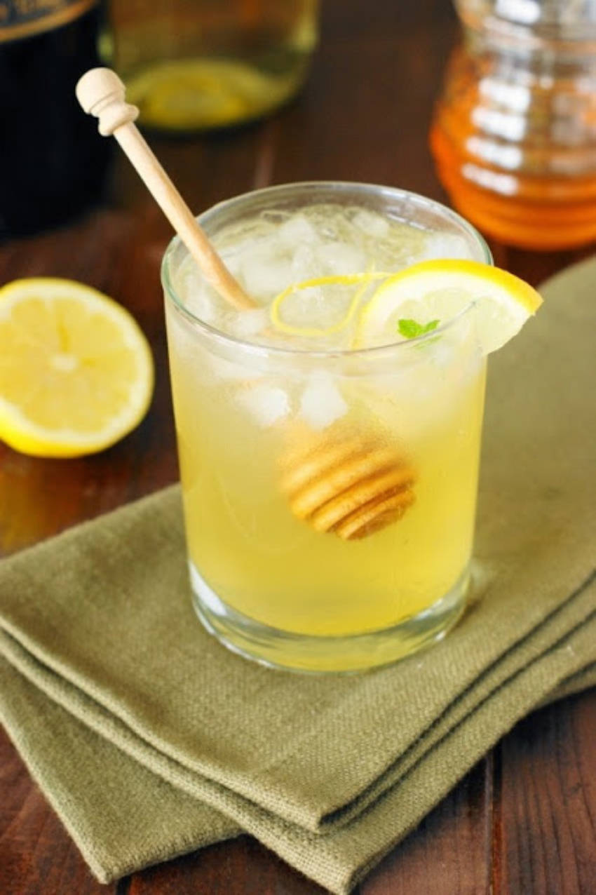 A simple cocktail with the perfect sweetener - honey!