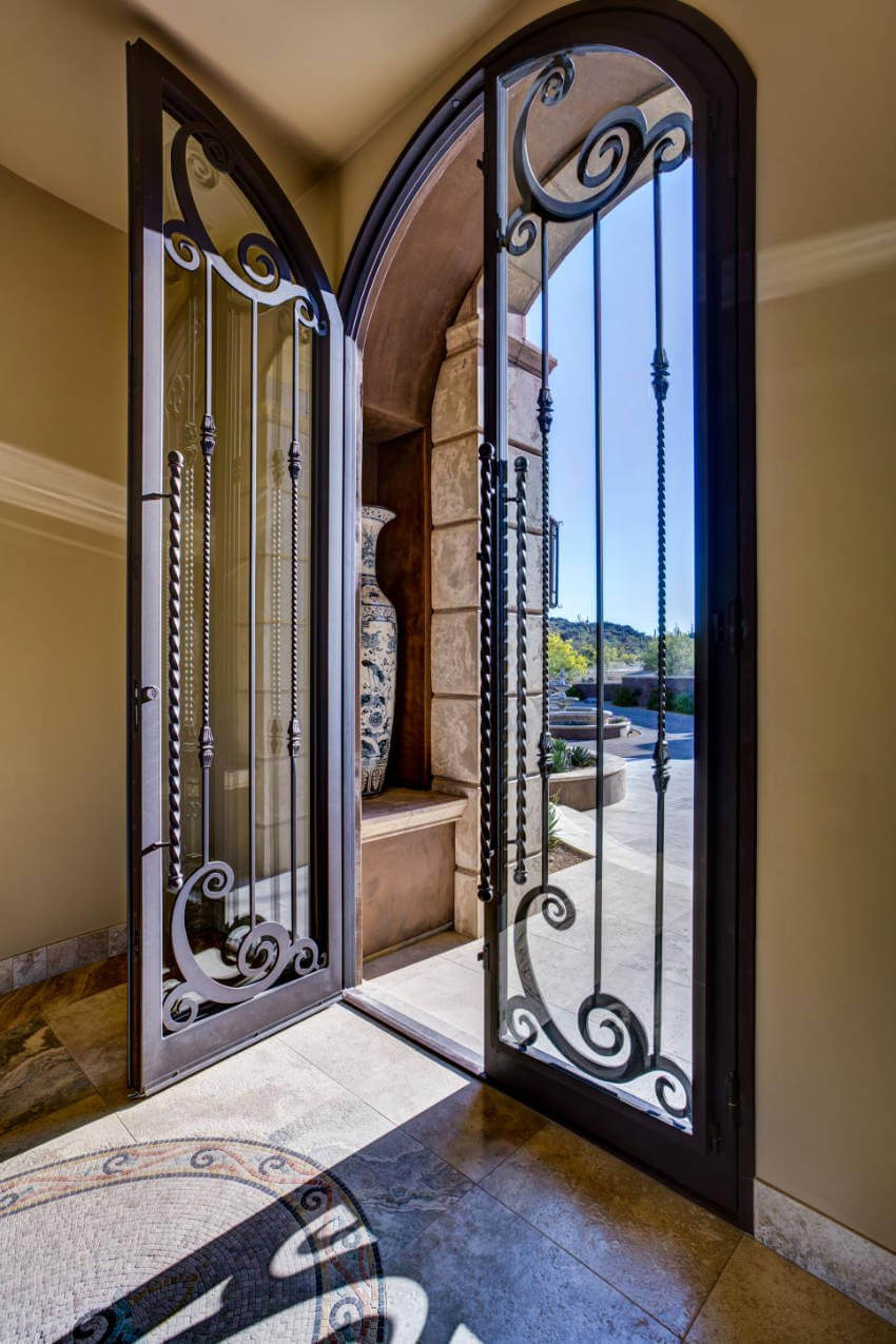 Not only a beautiful door, but also a gorgeous landscape!